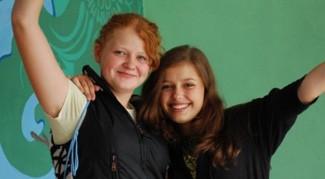 Молодые христианки: Яна и Катя (справа)