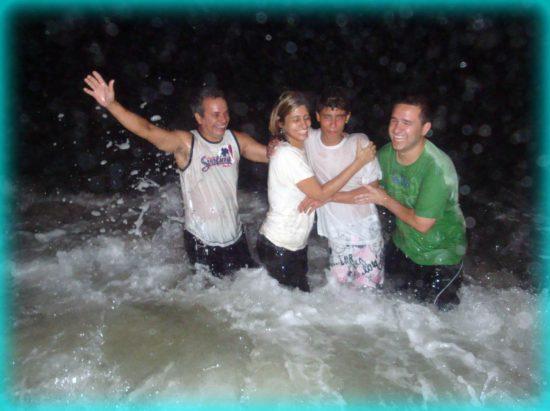 Крещение подростка в Рио-де-Жанейро