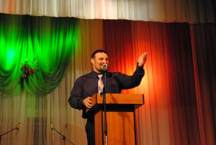 Первую христианскую службу в г. Сумы посетило около 350 человек