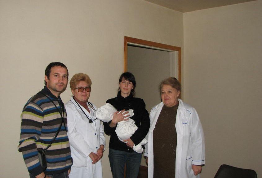 Приемная семья из церкви в Донецке взяла из приюта девочку