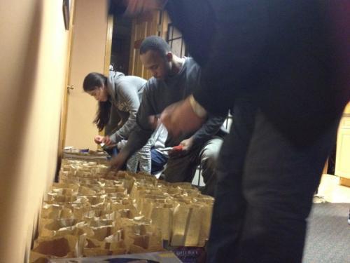 Христианка из церкви в Нью-Йорке раздала 500 обедов нуждающимся