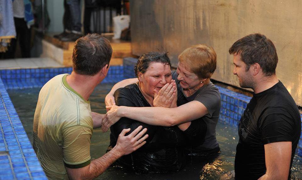 В Киеве крестилась школьная учительница