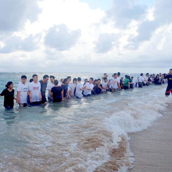 В ходе азиатского саммита на Бали крестилось сразу 50 человек!