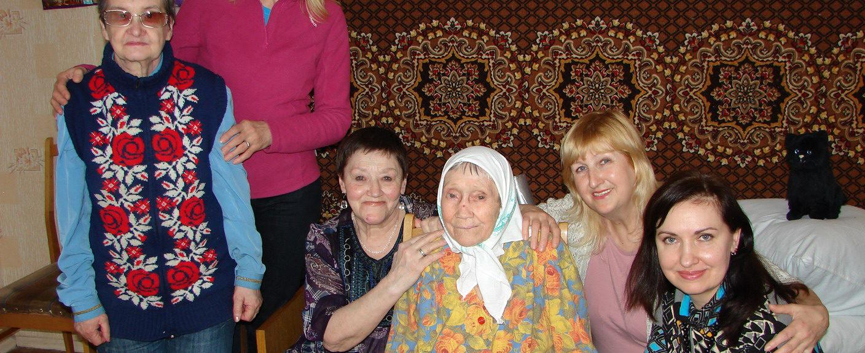 В пансионате для пожилых людей под Киевом уже крестились 8 бабушек!